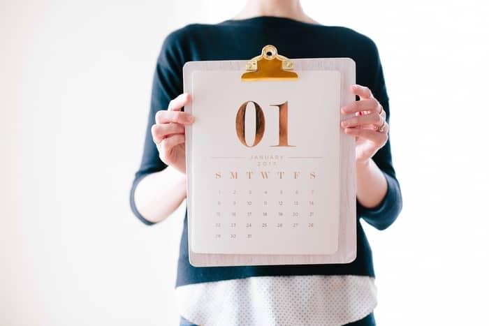 Nos dias consecutivos, conta o Sábado e o Domingo?