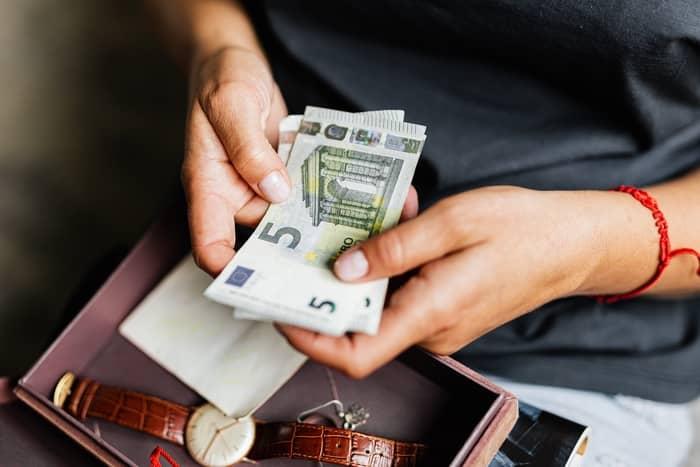 O ENI responde pelas dívidas da Empresa?